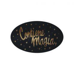 Pegatina Contiene magia en oro sobre negro de 23x43 mm